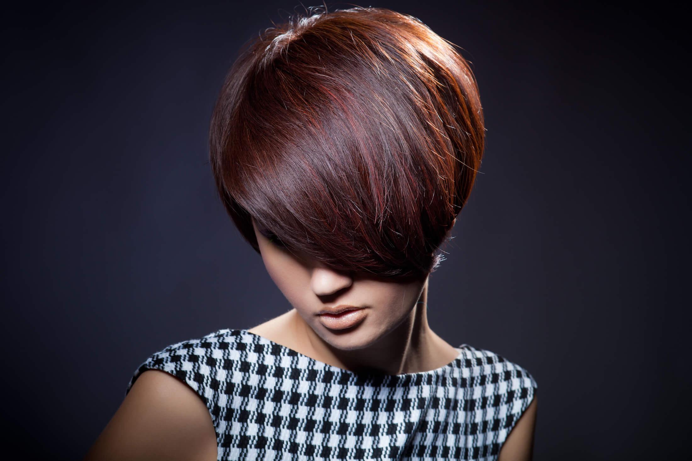 capelli rosso scuro corti